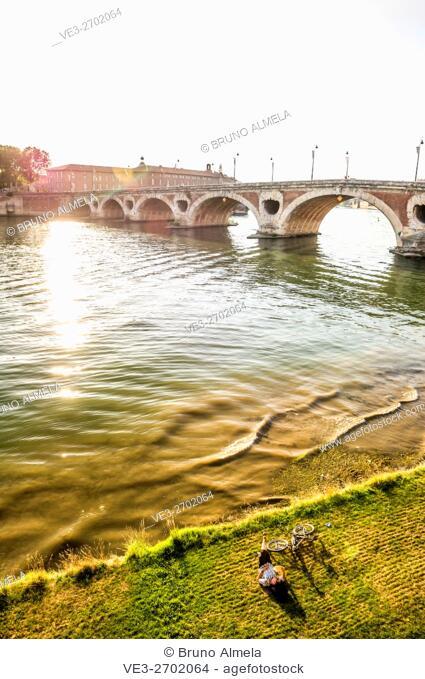 Resting near Pont Neuf in the riverside of the Garonne river, Toulouse (Haute-Garonne Department, Midi-Pyrénées Region, France)