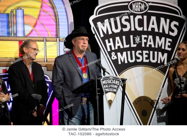 Garth Brooks speaks at the 2016 Musician's Hall of Fame Induction Concert at Municipal Auditorium on October 26, 2016 in Nashville, Tennessee