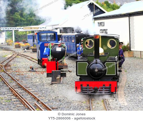 'Yeo' a 2-6-2 tank locomotive based on the Lynton and Barnstaple Class Engine leaves Fairbourne station, Fairbourne Railway, Fairbourne, Wales, Europe