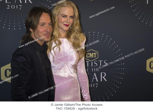 NASHVILLE, TN - Nicole Kidman and Keith Urban arrive on the red carpet at the 2017 CMT Artists of the Year at the Schermerhorn Symphony Center in Nashville, TN