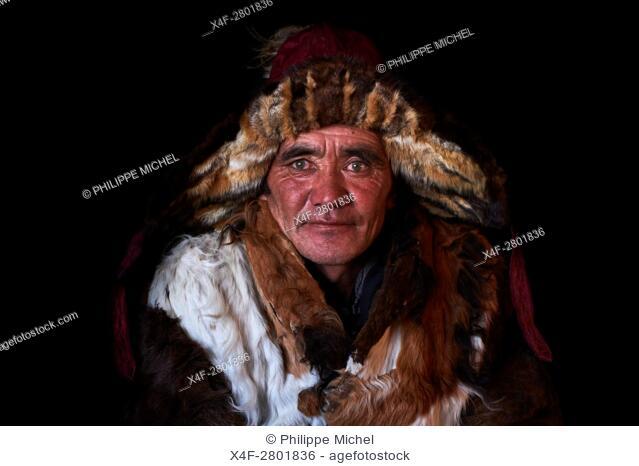 Mongolia, Bayan-Olgii province, Elik Hamchvai, Kazakh eagle hunter, in hunter's dress