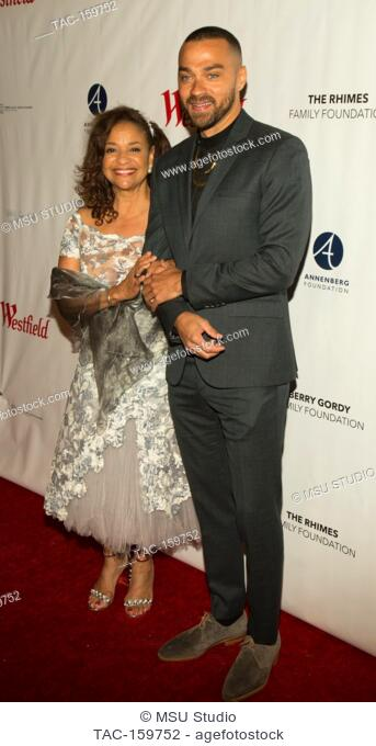 Debbie Allen aand Jesse Williams attend Sunday Matinee of 'Turn Me Loose' at Wallis Annenberg Center for the Performing Arts on October 15