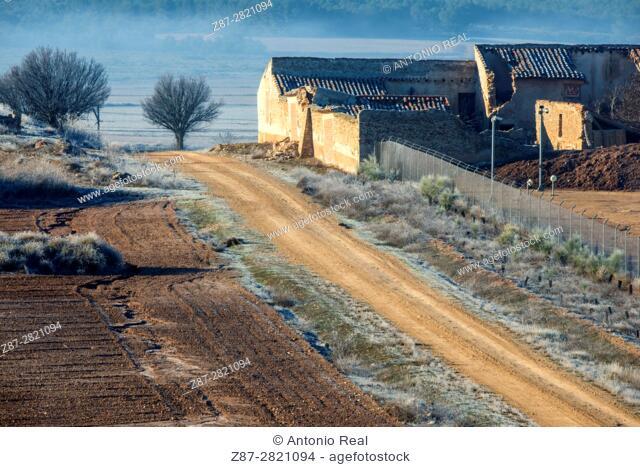 Dirt road and dilapidated farmhouse. Almansa. Albacete province. Spain