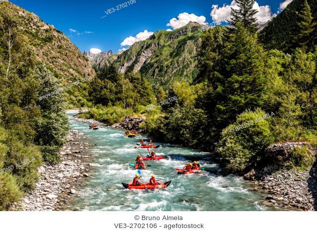 Kayaking in the Séveraisse Upper Valley Nature Reserve (Hautes-Alpes Department, Region of Provence-Alpes-Côte d'Azur, France)